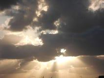Solstrålar och moln Royaltyfri Foto