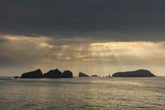 Solstrålar och moln Royaltyfria Bilder