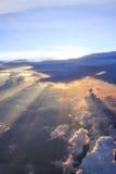 Solstrålar till och med moln Royaltyfria Bilder