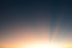 Solstråle som bakgrund Arkivbild