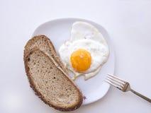 Soltanto un uovo e due fette di pane Fotografie Stock Libere da Diritti