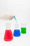 Solução colorida em umas garrafas do laboratório Fotografia de Stock Royalty Free