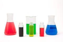 Solução colorida em umas garrafas do laboratório Fotografia de Stock