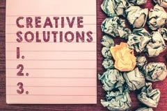 Soluciones creativas del texto de la escritura de la palabra Concepto del negocio para el acercamiento original y único en soluci fotos de archivo