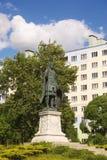 在正方形的德米特里Solunsky纪念碑在城市铁路stat 库存照片