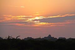 Soluppgång över ön Arkivbild