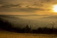 Soluppgång över by Arkivbild