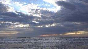 Soluppgång över Atlantic Ocean i Florida lager videofilmer
