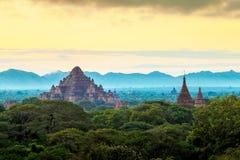 Soluppgång över Bagan tempel, Myanmar arkivfoton