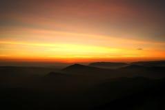 Soluppgång över berget i nordliga Thailand Arkivbild