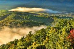 Soluppgång över de stora rökiga bergen Fotografering för Bildbyråer