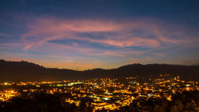 Soluppgång över den Ampang staden Royaltyfri Foto