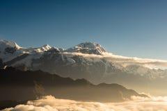Soluppgång över den Annapurna bergskedjan i Nepal Royaltyfri Fotografi