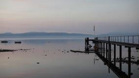 Soluppgång över den kristallklara sjön stock video