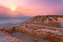 Soluppgång över den Masada fästningen Arkivfoton