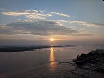 Soluppgång över den medway floden royaltyfri foto