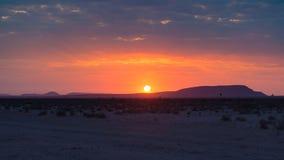 Soluppgång över den Namib öknen, roadtrip i den underbara Namib Naukluft nationalparken, loppdestination i Namibia, Afrika morgon Royaltyfri Foto