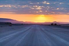 Soluppgång över den Namib öknen, roadtrip i den underbara Namib Naukluft nationalparken, loppdestination i Namibia, Afrika morgon Arkivbild
