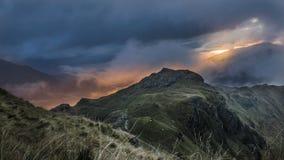 Soluppgång över den Snowdonia nationalparken royaltyfri fotografi