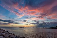Soluppgång över golf av Mexico på St George Island Florida arkivfoto