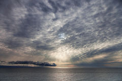 Soluppgång över havet Arkivfoton