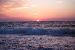 Soluppgång över havet Fotografering för Bildbyråer