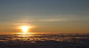 soluppgång över havet av moln 2 royaltyfri fotografi