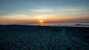 Soluppgång över havet från stranden i havstaden, nya Jersery med Atlantic City i video för bakgrundstidschackningsperiod lager videofilmer
