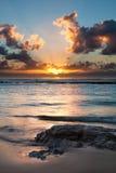 Soluppgång över havet med sun'sens reflexion Arkivbild