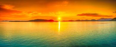 Solnedgångpanorama royaltyfri bild