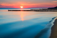 Soluppgång över havskust Royaltyfria Foton