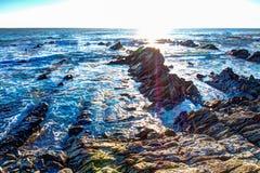 Soluppgång över krit- sedimentär stenkust Royaltyfri Bild