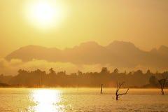 Soluppgång över laken Royaltyfri Fotografi