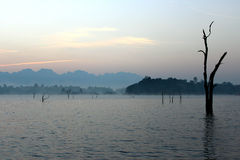 Soluppgång över laken Arkivfoto
