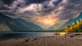 Soluppgång över laken Arkivbild