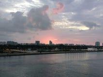 Soluppgång över Miami Arkivfoton