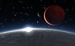 Soluppgång över Phobosen med den röda planeten fördärvar i bakgrunden Royaltyfria Bilder