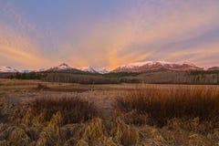 Soluppgång över snowcapped berg Fotografering för Bildbyråer