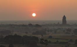 Soluppgång över templen av Bagan, Myanmar Royaltyfri Foto