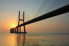 Soluppgång över Vasco da Gama Bridge Royaltyfria Bilder
