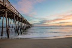 Soluppgång av Avalon Pier arkivfoton