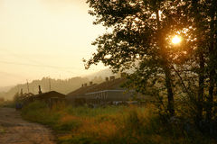 Soluppgång av byn Royaltyfri Foto