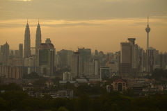 Soluppgång av Kuala Lumpur horisont arkivbild