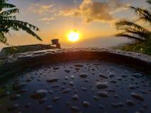 Soluppgång efter en regnig morgon arkivbilder