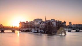 Soluppgång efter insnöade Paris Arkivfoton