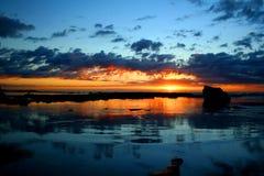 soluppgång för 2 hav Arkivfoto