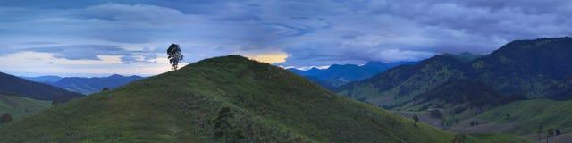 soluppgång för btopsmonteringspanna Royaltyfri Bild
