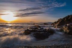 Soluppgång för irländskt hav arkivbild
