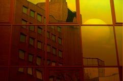 Soluppgång 1 för Offie byggnadsreflexion Arkivbilder