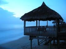 soluppgång för strandflorida koja Arkivfoton